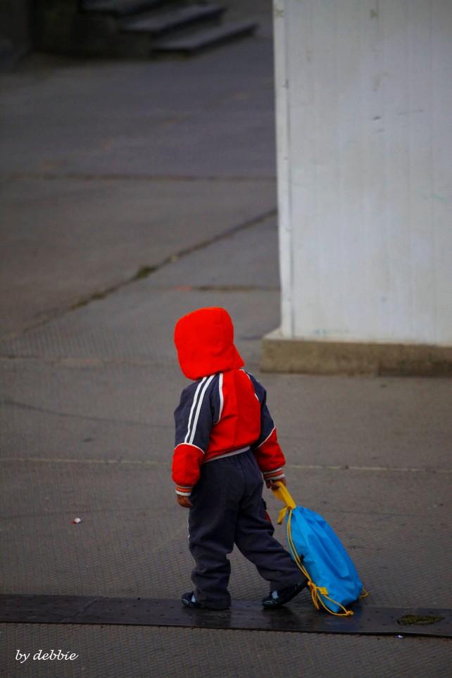 放學回家的小孩