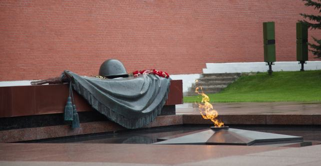 Eternal Flame in front of the Tomb of the Unknown Soldier 無名戰士紀念碑前的不熄火燄