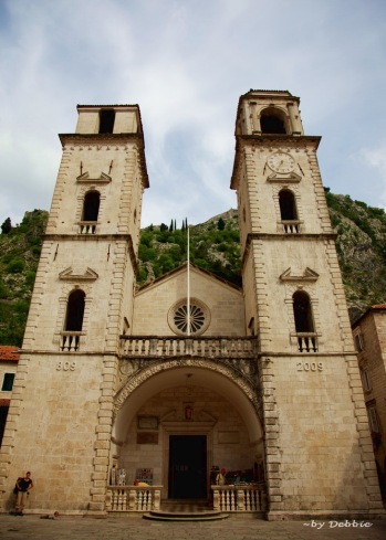 St Tryphon Cathedral - 曾被地震摧毀,左右兩面的塔頂不對稱