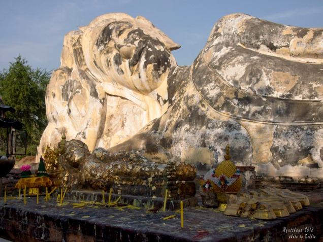 Wat Lokaya Suttha 大臥佛,前面有小臥佛