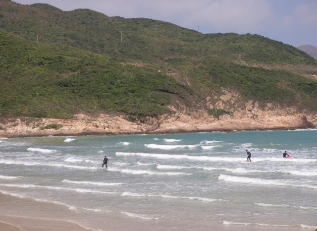 很多人在西灣滑浪