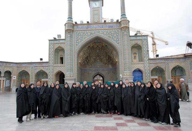 我們二十多人一起穿上chador,很壯觀!!