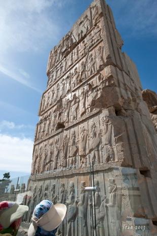 Hall of Hundred Columns石門上的浮雕