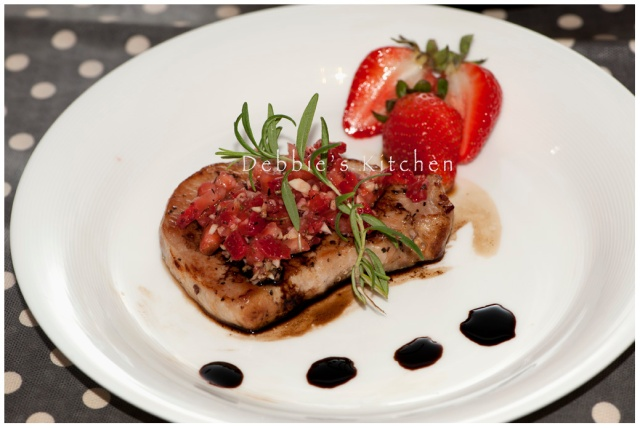 Balsamic Glazed Pork Chop with Strawberry Salsa  豬扒配草莓沙沙醬