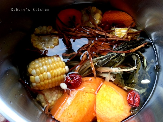 紅蘿蔔粟米菜乾湯