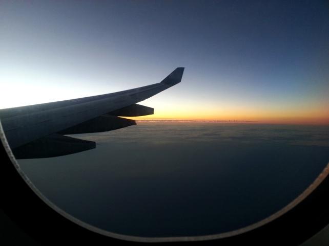 在飛機上看日出