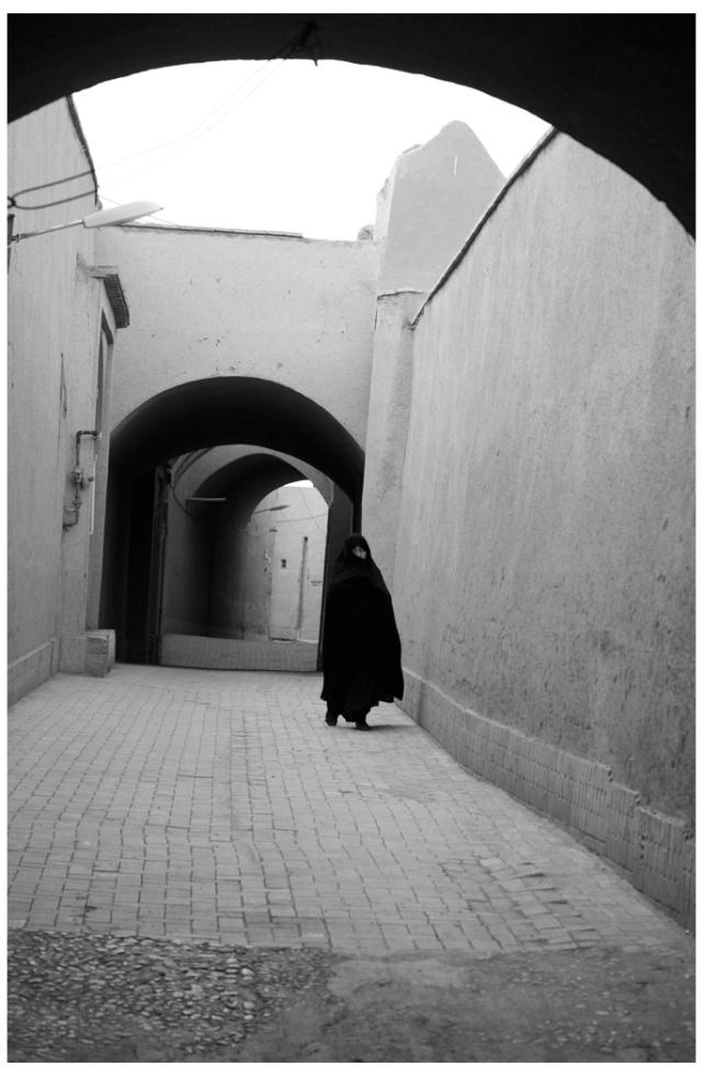古城內的婦女一般都會穿長袍