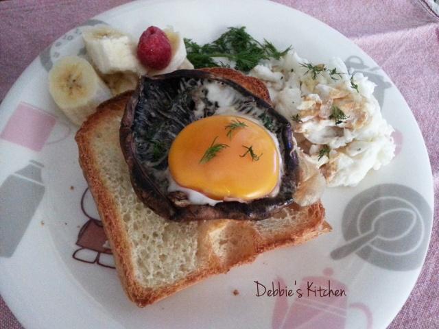 Portobello Mushroom with Egg on French Bread  波特菇配太陽蛋