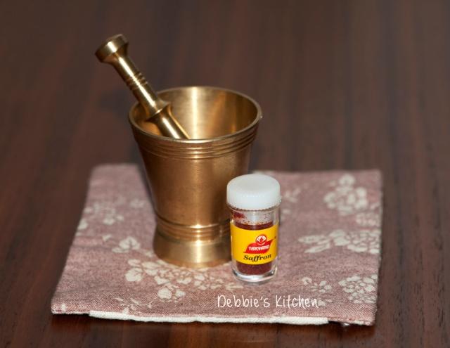 番紅花粉和銅製研缽