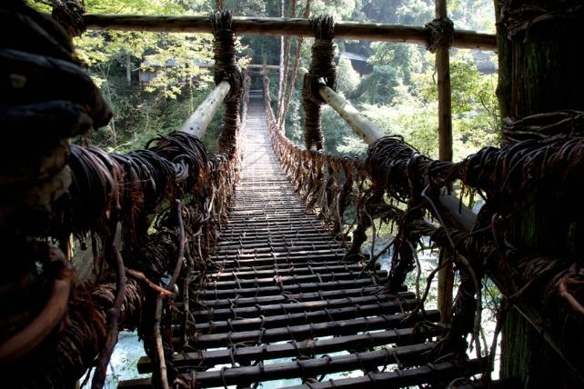 用葛藤織成的祖谷橋