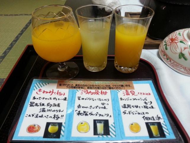 中間的那杯就是愛媛縣美生柑(河內晚柑)果汁