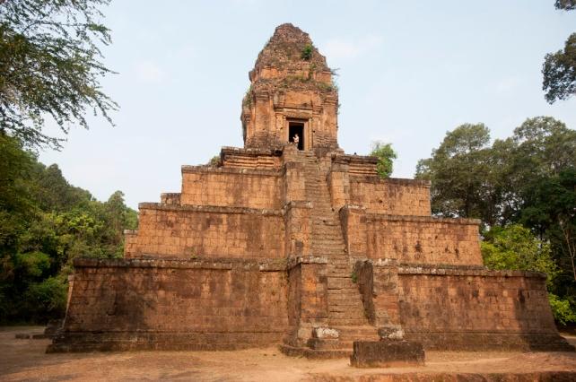 金字塔形的巴薩曾空寺[Baksei Chamkrong