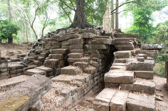 用興建寺廟剩下的石頭來砌成的Spean Thma 石橋