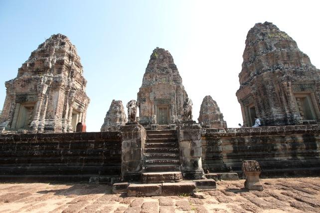 東美蓬寺第三層中央部分的五個磚塔