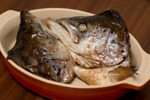 鮭あらの塩焼き  鹽燒三文魚頭