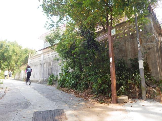 梧桐寨巴士站附近依指示牌入梧桐寨村