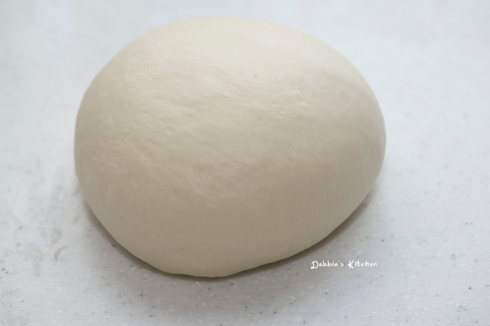 搓成一個光滑的麵團準備發酵