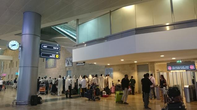 在機場已見到一團從非洲來的朝聖團,一下機已即時披上白袍去參觀聖城的景點