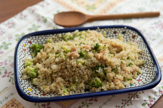 Garbanzo Bean and Broccoli Quinoa Salad藜麥沙律