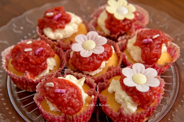 Strawberry and Cream Cup Cake