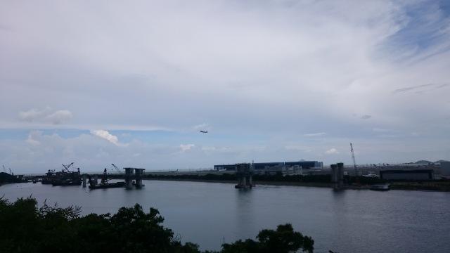 過了䃟頭村之後,更可近距離觀看飛機升降