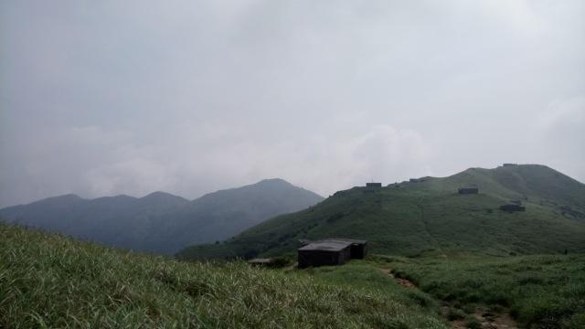 遠望大東山的石屋