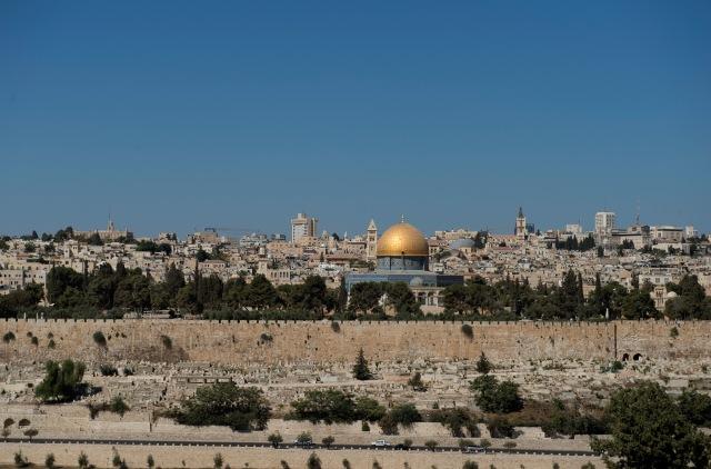 金頂岩石清真寺建在哭牆上面