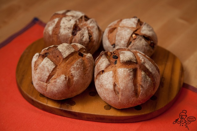 紅酒雜莓果仁麵包