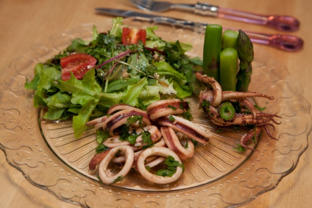 Squid and Asparagus Salad 魷魚露筍沙律