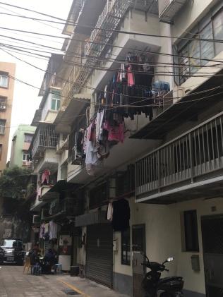 街坊在巷內打麻雀已很少見