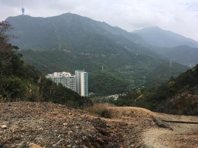 礦山,對面是深圳