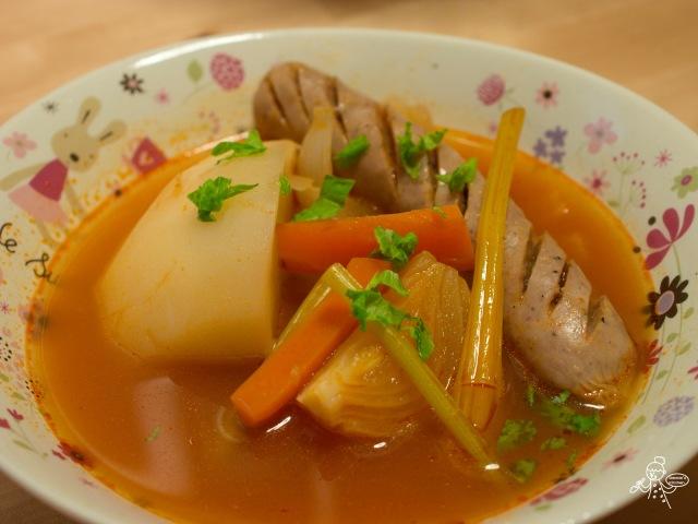 ソーセージとかぶのトマトスープ 圓蘿蔔香腸番茄濃湯